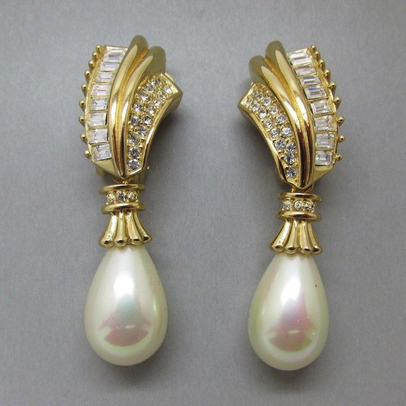 Grosse vintage pearl earrings