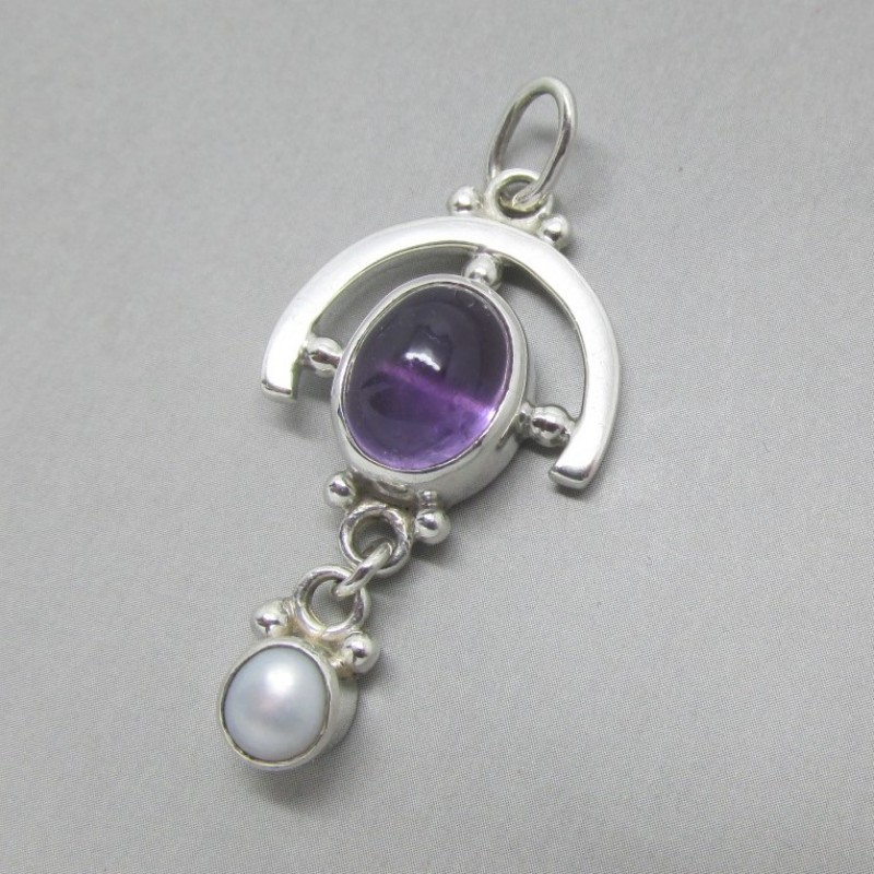 Amethyst oval and pearl silver pendant