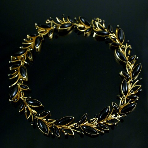 Karen Strand 18 carat gold black agate leaf necklace